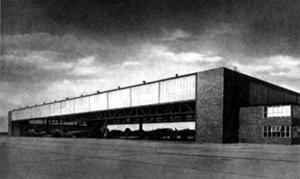 Herbert Rimpl, Heinkel-Werke Oranienburg, Einfliegehalle, 1936-39. Foto aus: Rimpl, Mäkler: Ein deutsches Flugzeugwerk, ca. 1940. Entnommen aus: Jo Sollich, Herbert Rimpl (1902-1978), Reimer, Berlin, 2013